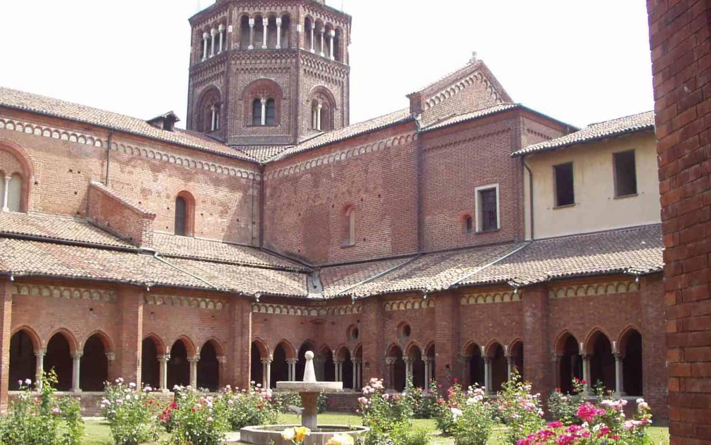 cropped-Abbazia-di-Chiaravalle-chiostro-00.jpg