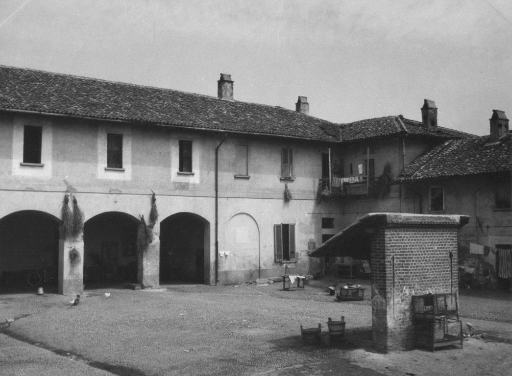 012 cortile case coloniche nel 1958